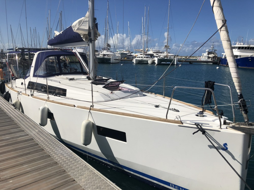 Hire Sailboat with or without skipper Bénéteau Le Marin