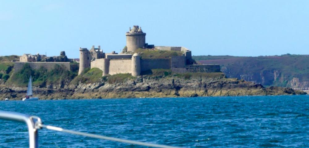 Rent a Gibert Marine Gib Sea 28 Saint-Cast-le-Guildo