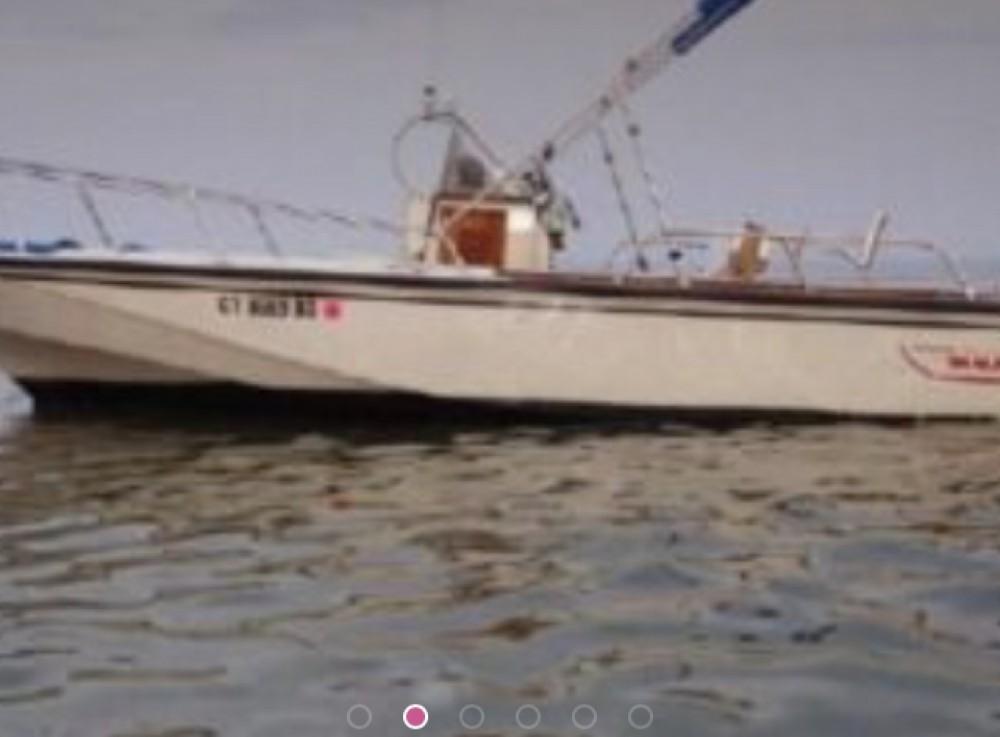 Boat rental Boston Whaler Outrage 25 in Arradon on Samboat
