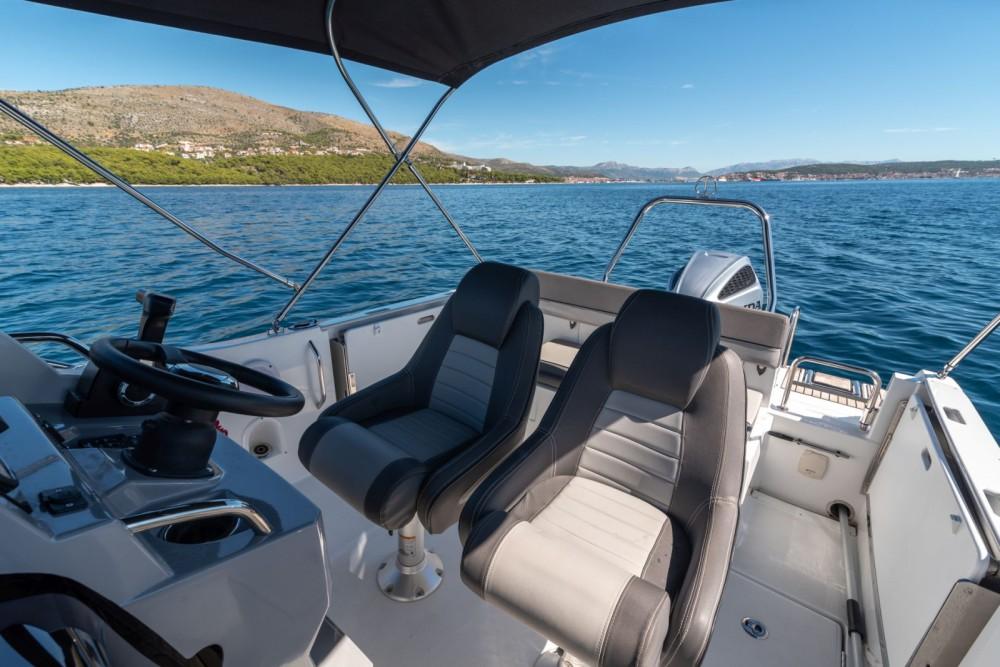 Rental Motor boat in Trogir - Jeanneau Cap Camarat 6,5