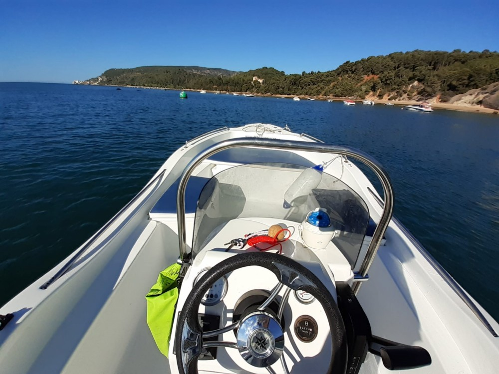 Motorboat for rent Setúbal at the best price