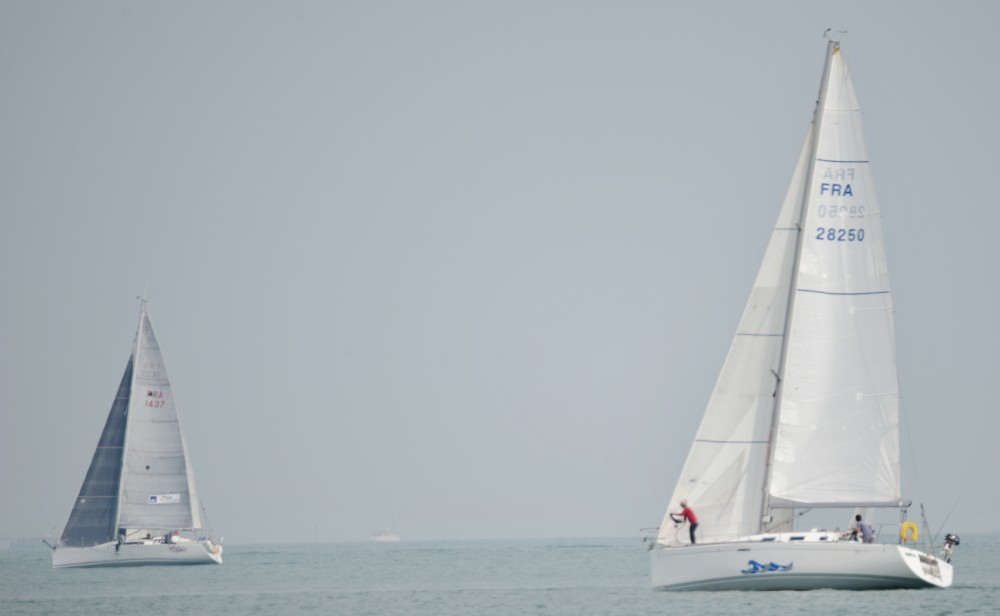 Hire Sailboat with or without skipper Bénéteau La Rochelle