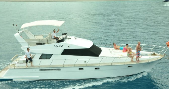 Motorboat for rent Kemer at the best price