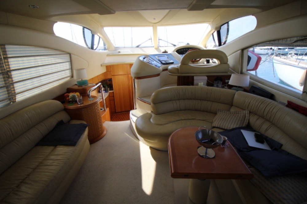Hire Motor boat with or without skipper Azimut Antibes