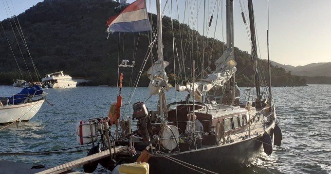 Sailboat for rent Agios Kirykos at the best price