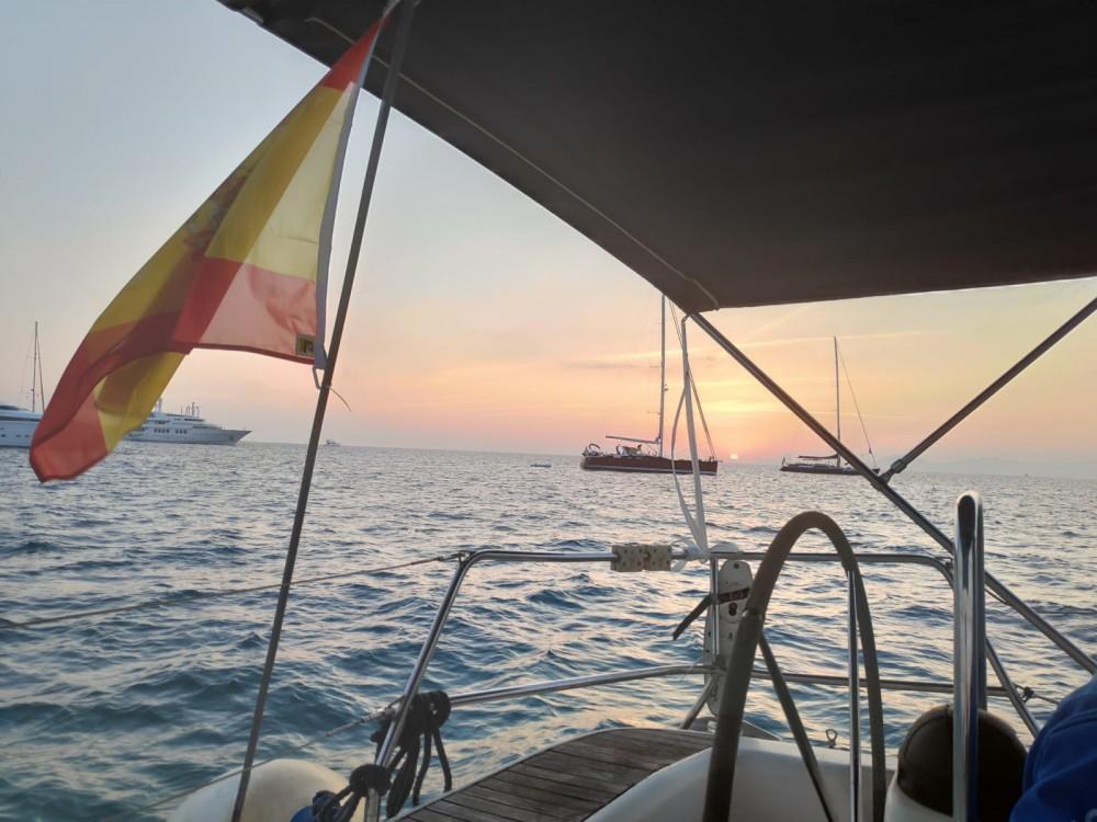 Rent a Bavaria Bavaria 46 Cruiser Valencia