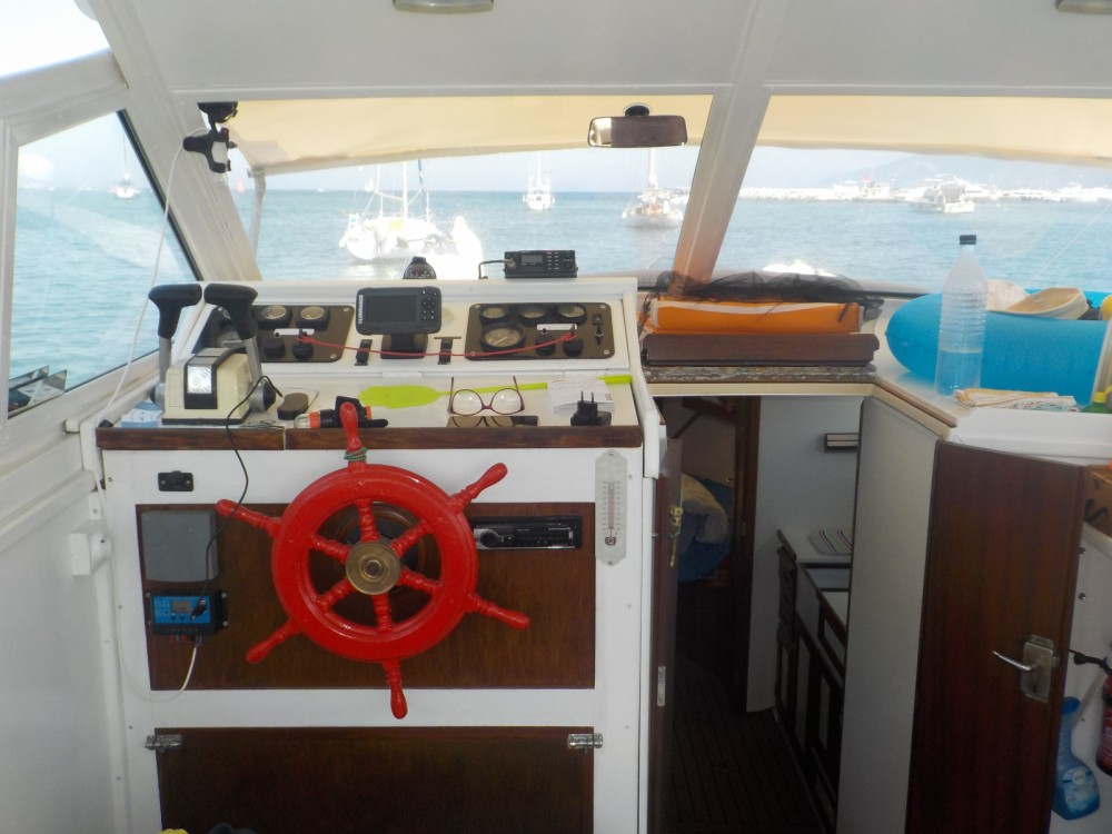 Hire Motor boat with or without skipper STOREBRO ROYAL CUISER 31 Saint-Florent