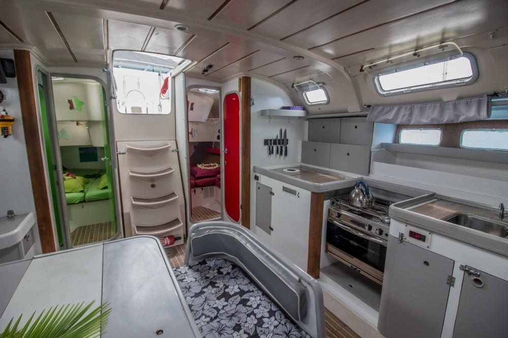 Rental yacht Avatoru - Bénéteau Oceanis 440 on SamBoat