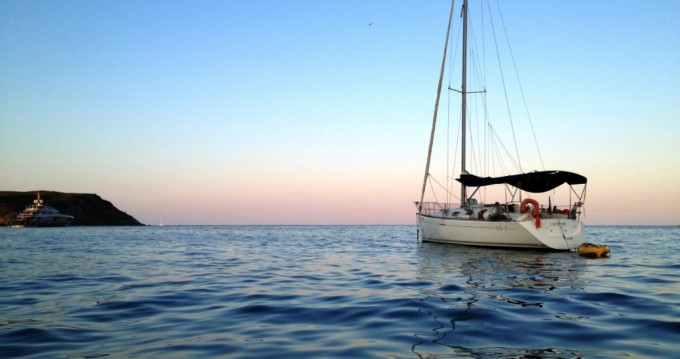 Hire Sailboat with or without skipper Bénéteau Roses