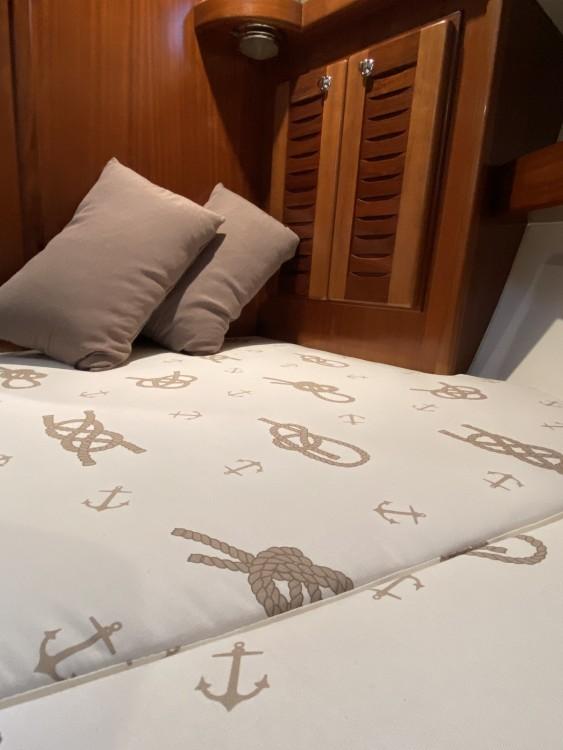 Rent a Menorquin-Yachts 100 open Bari