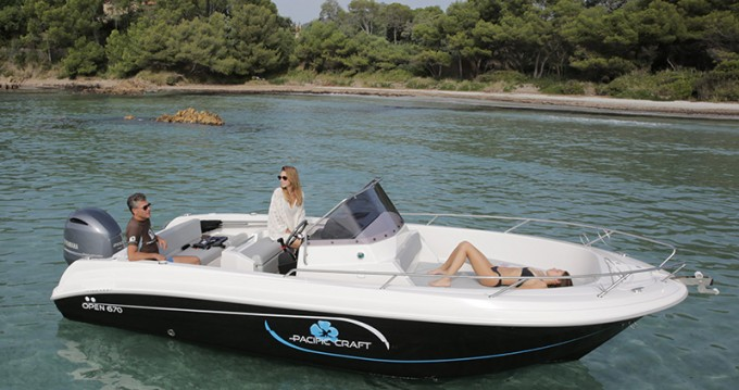 Boat rental Pacific Craft Pacific Craft 670 Open Trendy in Lège-Cap-Ferret on Samboat