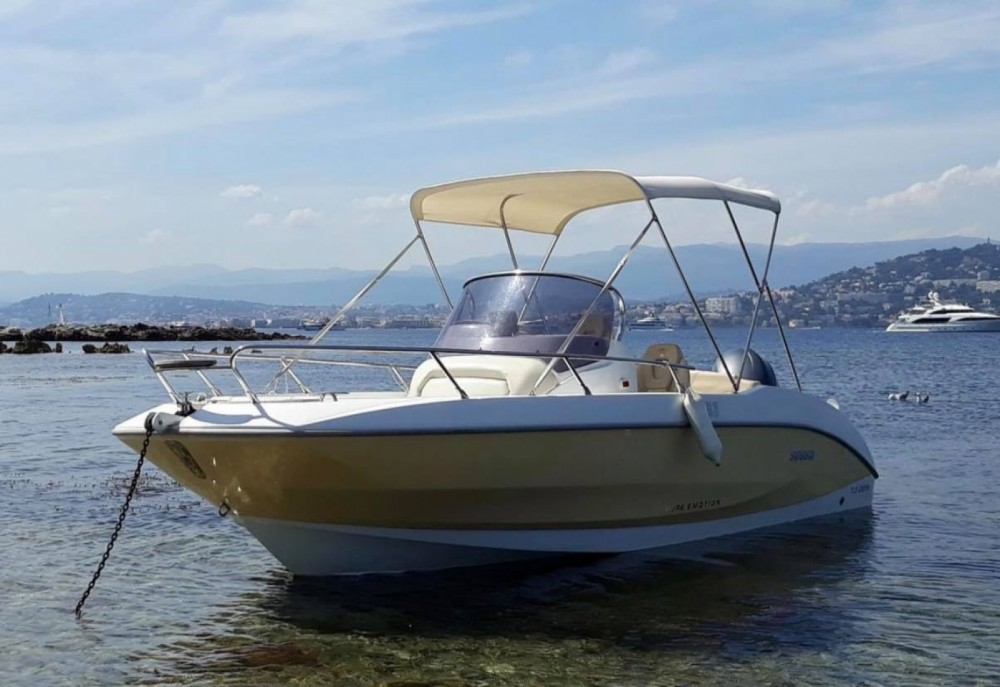 Sessa Marine Key Largo 20 Deck between personal and professional Saint-Florent