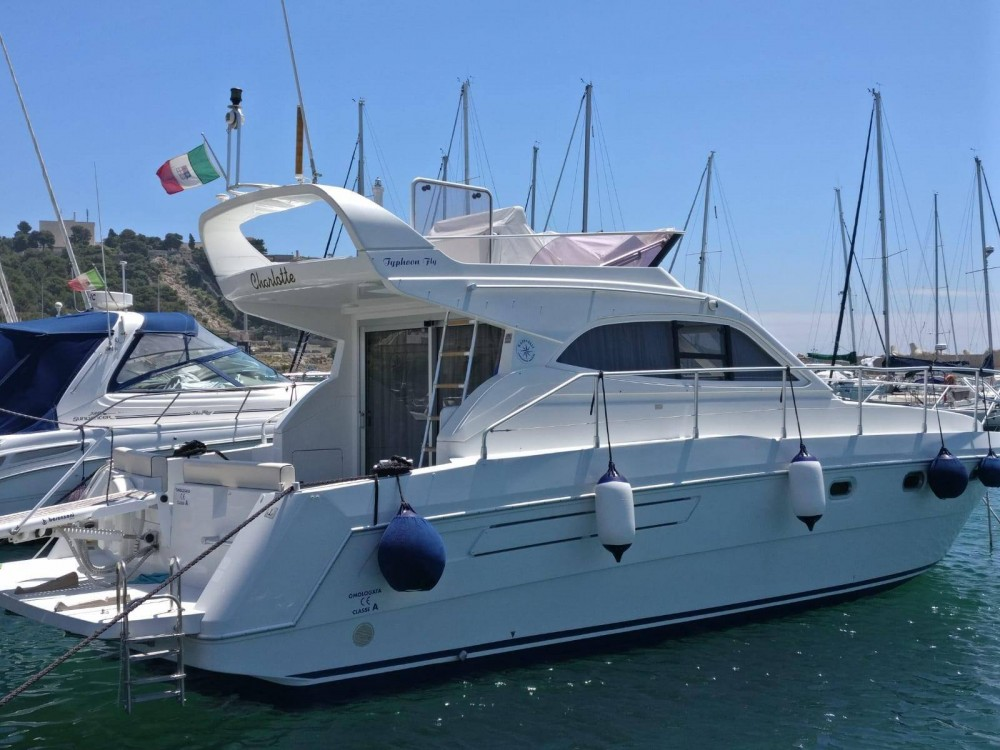 Motor boat for rent Morciano di Leuca at the best price
