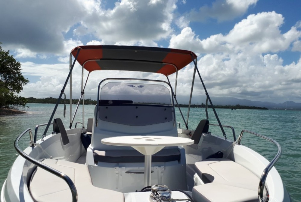 Motor boat for rent Six-Fours-les-Plages at the best price
