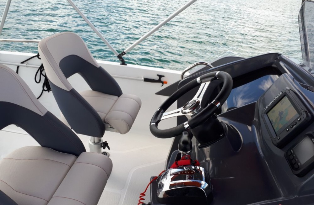 Hire Motor boat with or without skipper Bénéteau Six-Fours-les-Plages