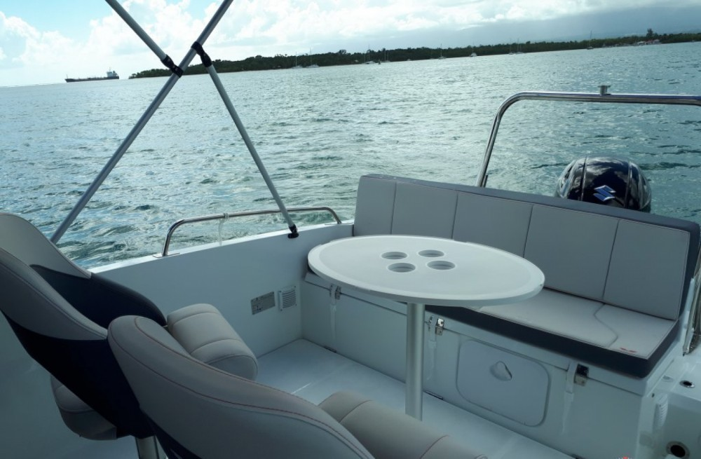 Rental Motor boat in Six-Fours-les-Plages - Bénéteau FLYER 6.6 SPACEDECK 175 cv