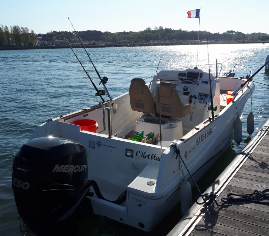 Motorboat for rent Bayonne at the best price