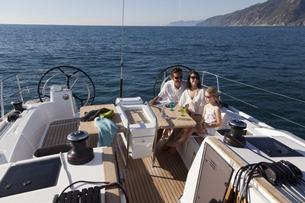 Jeanneau Sun Odyssey 479 between personal and professional