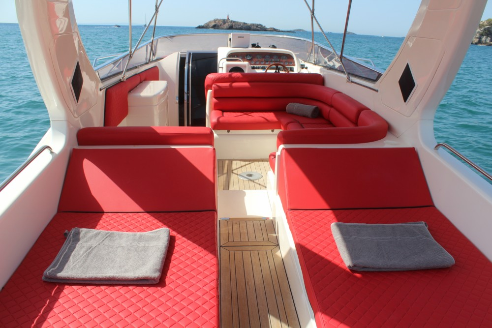 Boat rental Sunseeker Apache 45 in Ibiza on Samboat