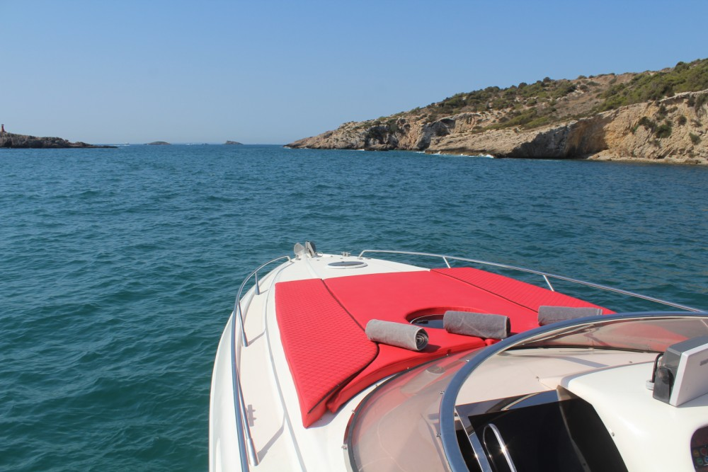 Rental yacht Ibiza - Sunseeker Apache 45 on SamBoat