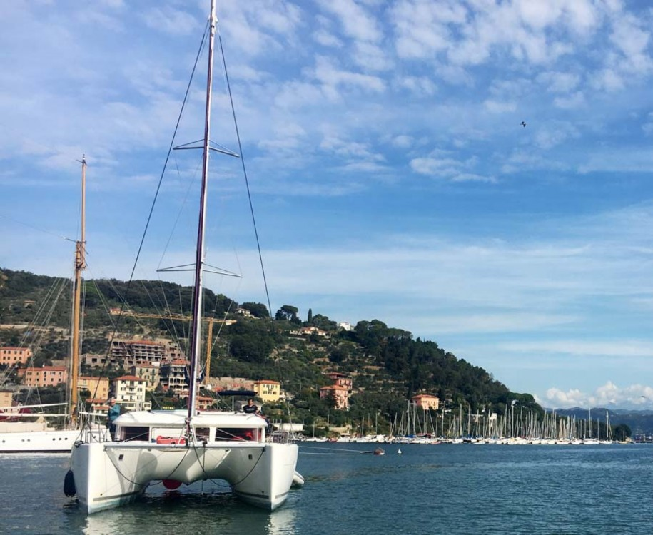 Boat rental Barcelona cheap Lagoon 400