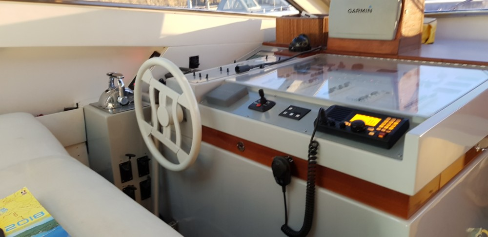 Hire Motor boat with or without skipper Ferretti Marseille