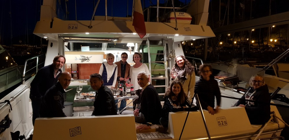 Rental Motor boat Ferretti with a permit
