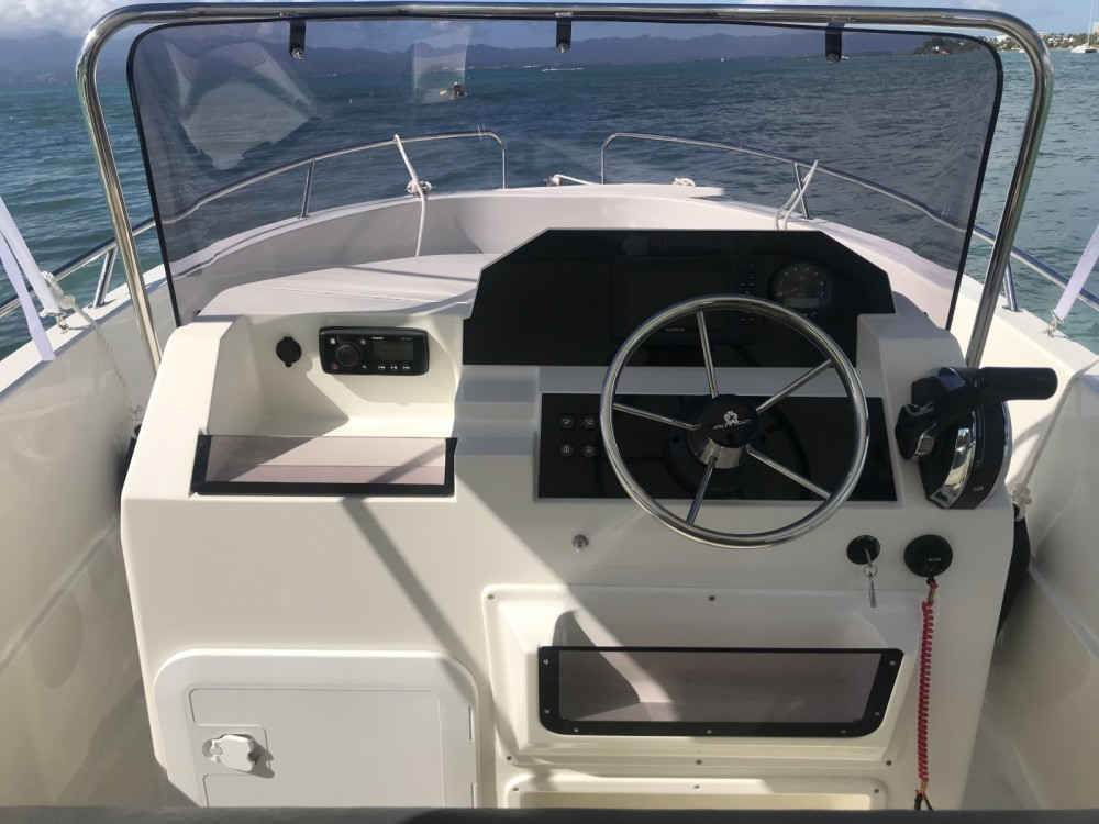 Rental Motor boat in Le Gosier - Pacific Craft Pacific Craft 545 Open