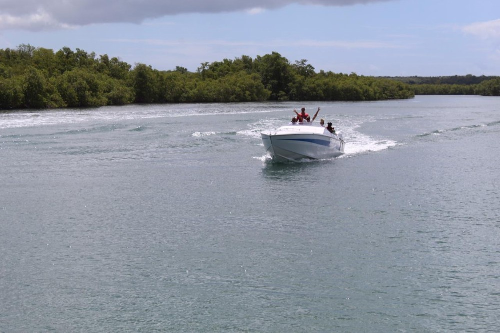 Boat rental Cigarette Top gun 38 in Pointe-à-Pitre on Samboat
