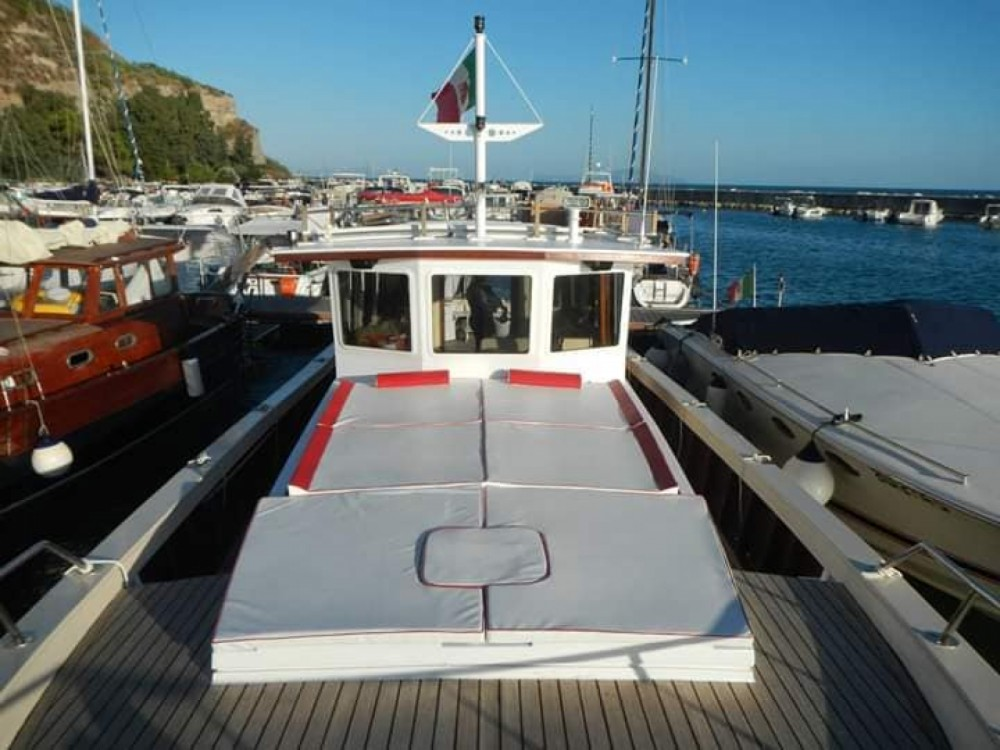 Hire Motor boat with or without skipper Gozzo Castellammare di Stabia