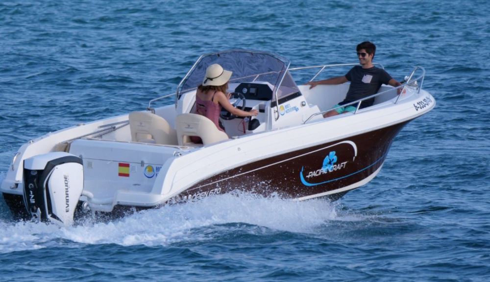 Boat rental Pacific Craft Pacific Craft 670 Open  in Roses on Samboat