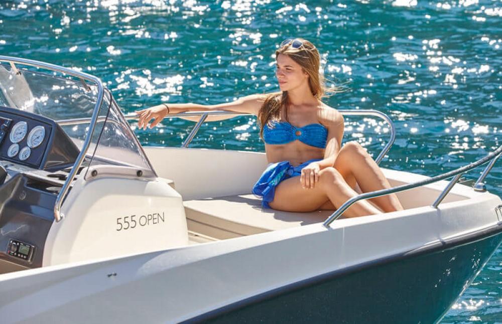 Rental yacht  - Boleor Q555 'Astreo' (6p/115hp) on SamBoat