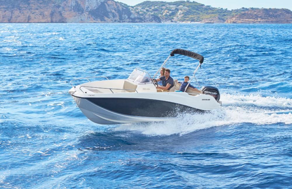 Boat rental  cheap Q555 'Astreo' (6p/115hp)