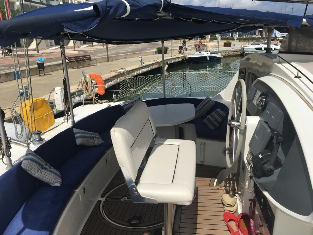Hire Catamaran with or without skipper Fountaine Pajot Vilanova i la Geltrú