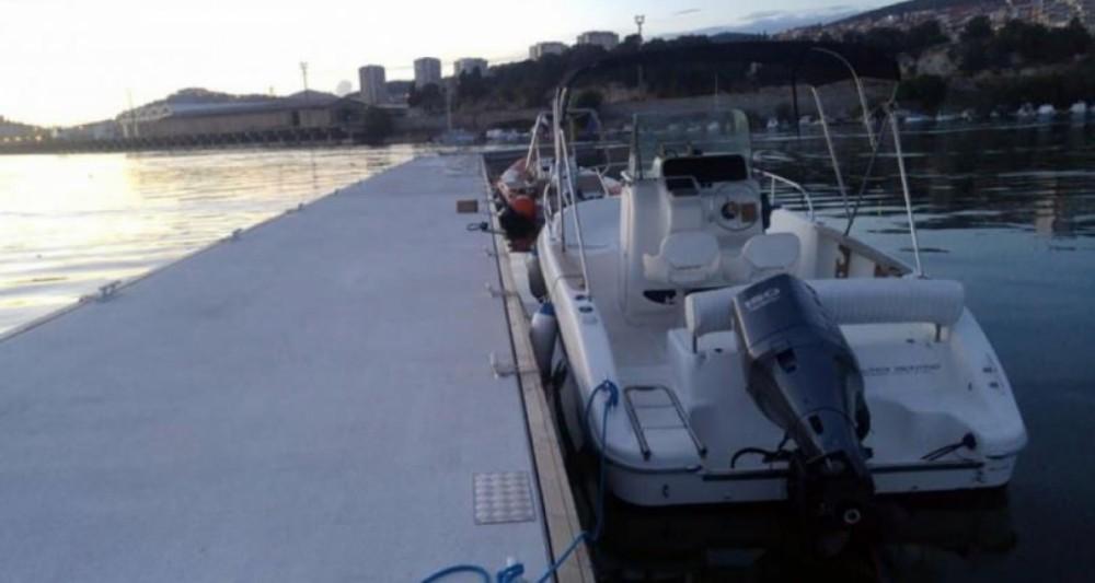 Motorboat for rent Grad Kaštela at the best price