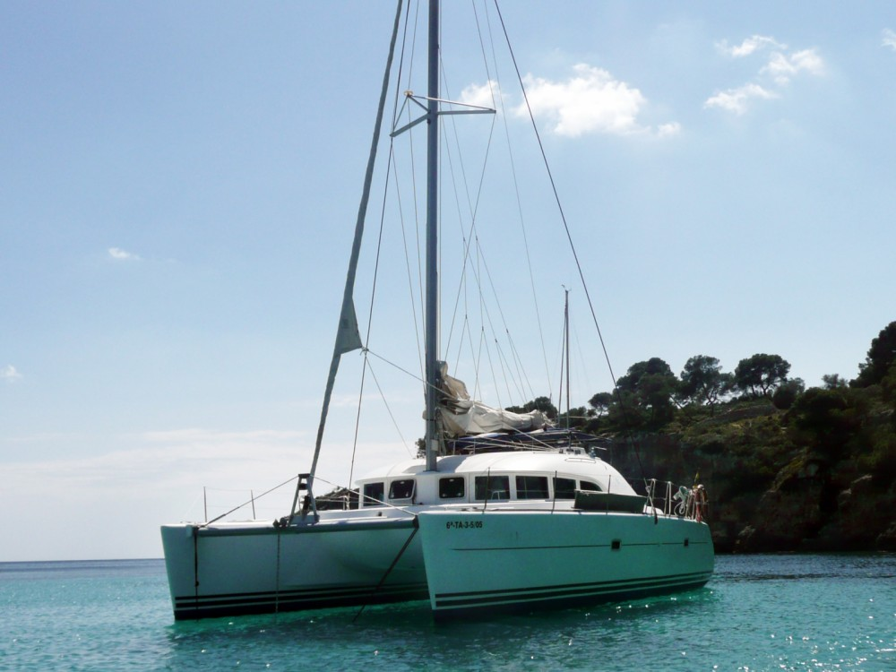 Boat rental Lagoon Lagoon 380 in Sant Antoni de Portmany on Samboat
