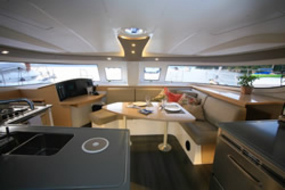 Hire Catamaran with or without skipper Foutaine-Pajot Paraty