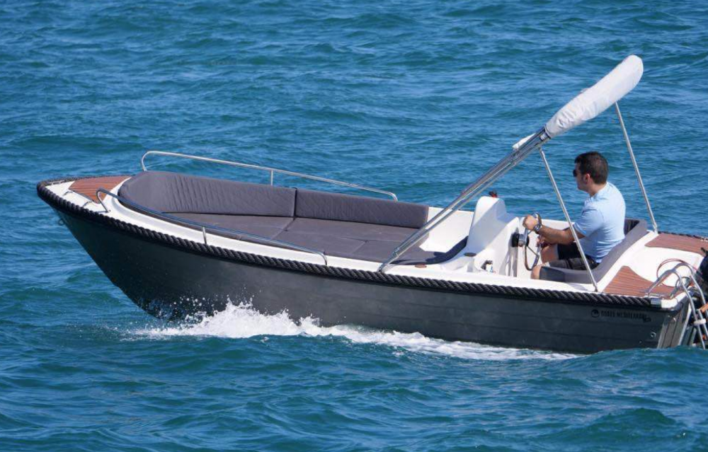 Motor boat for rent Roses at the best price