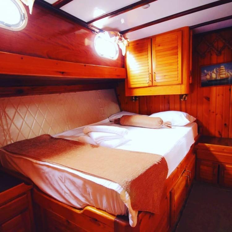 Boat rental  cheap 57feet