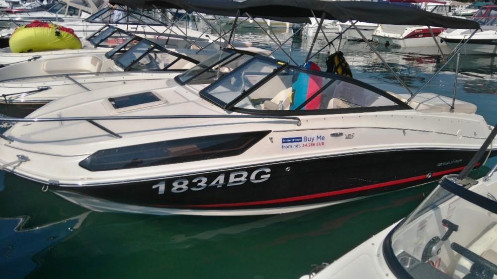 Rent a Bayliner VR5 Cuddy Grad Biograd na Moru