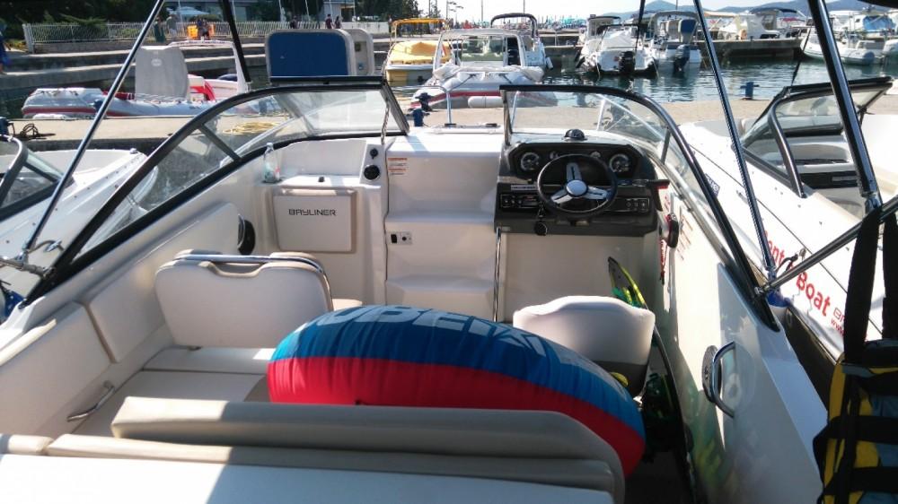 Rental Motor boat in Biograd na Moru - Bayliner VR5 Cuddy