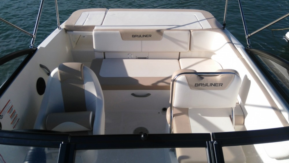 Rental yacht Grad Biograd na Moru - Bayliner VR5 Cuddy on SamBoat