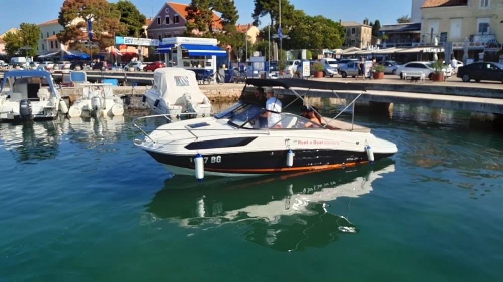 Rental Motorboat in Grad Biograd na Moru - Bayliner VR5 Cuddy
