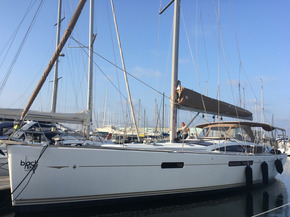 Hire Sailboat with or without skipper Jeanneau Toulon