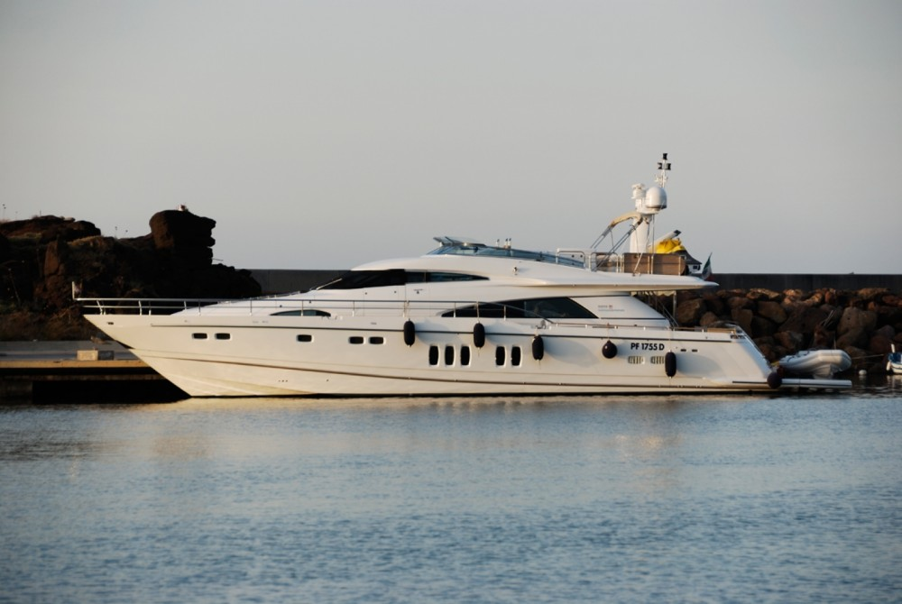 Boat rental Fairline Squadron 78 in Sorrento on Samboat