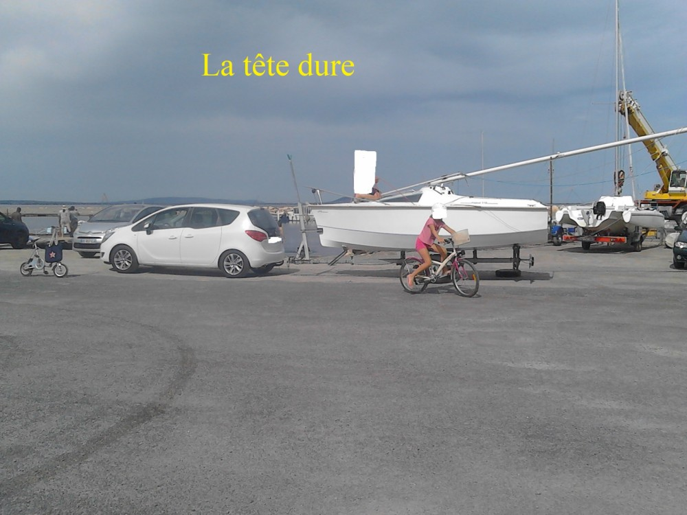 Sailboat for rent Carcassonne at the best price