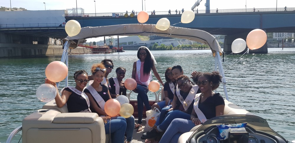 Boat rental Suntracker Party Barge 24 in Paris on Samboat