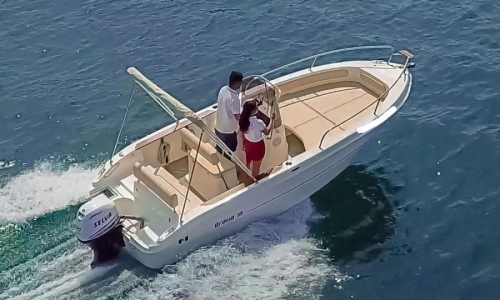 Boat rental Mingolla Brava 18 in Manerba del Garda on Samboat