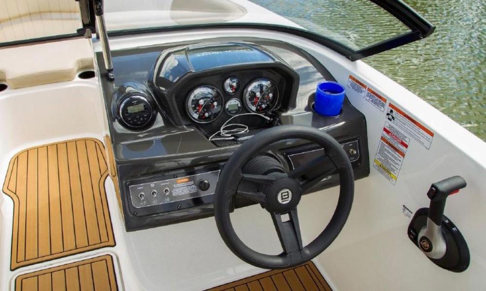 Boat rental Bayliner VR5 in Manerba del Garda on Samboat
