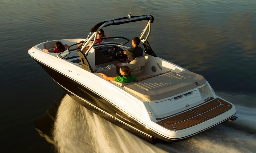 Rental yacht Manerba del Garda - Bayliner VR5 on SamBoat